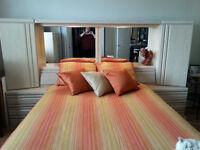 Set de chambre en bois blanchi de marque Palissar