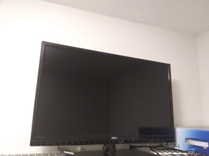 """28"""" RCA Flat Screen TV with DVD"""