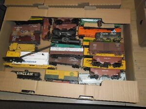 HO MODEL TRAINS FROM AN ESTATE