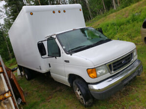 2004 Ford E450 Diesel cube van with power tailgate