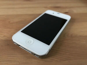 Unlocked Iphone 4S Mint Condition with Case