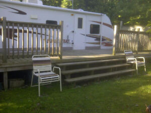 2009 Crossroads 31' trailer, Deck and Awning