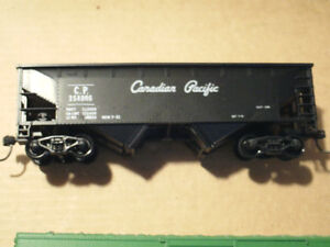 HO scale Canadian Pacific hopper car for electric model trains