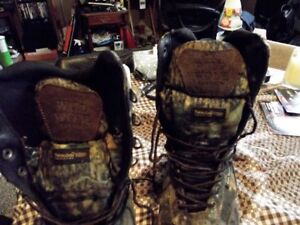 very good shape hunting boots very light to wear