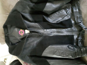 BRAND NEW WOMEN'S LARGE LEATHER MOTORCYCLE JACKET