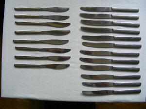 20 Table Knives, stainless steel, 2 styles,/sizes