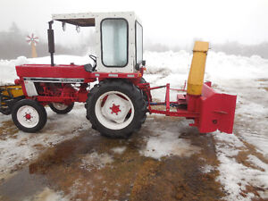 1983 International Tractor 284 and SNOW BLOWER