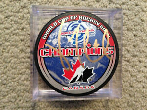 VINCENT LECAVALIER SIGNED TEAM CANADA PUCK