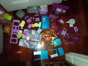 Lot de meubles et accessoires Barbie