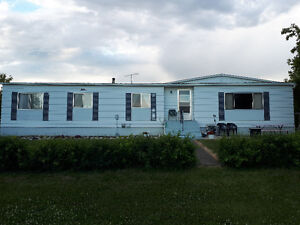 1976 Neonex Double Wide in Girouxville (TO BE MOVED)
