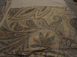 Quilted Bedspread, Bedskirt, 2 Pillowshams, 1 Accent Pillow Kitchener / Waterloo Kitchener Area image 6
