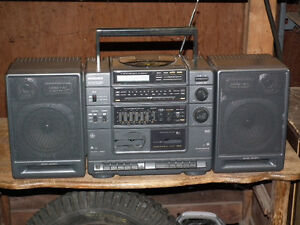 GE GETO  BLASTER  AM / FM   RADIO WITH BASE BOOST . Windsor Region Ontario image 2