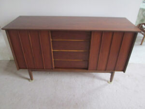 Mid Century Honderich Walnut sideboard buffet / Tv media unit