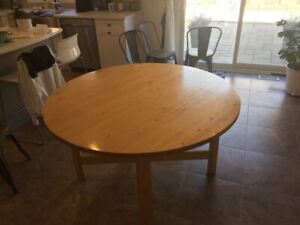 Kitchen Table, round and expandable