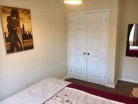 STUNNING DOUBLE BEDROOM In Detached House F/Wardbrobe Bathroom Parking Quiet Neighbourhood broadband