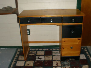 Desk, small 4 drawers