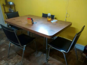 SELLING KITCHEN FURNITURE NEEDED GONE ASAP