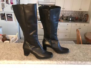 Ladies winter boots size 8 NATURELIZER