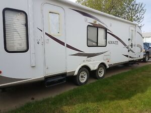 2011 Aerolite 30 ft.Holiday trailer. Model 29RL-SL