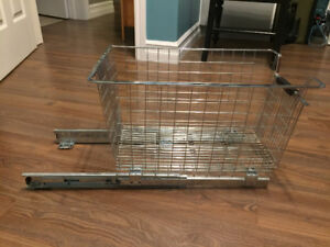 Sliding drawer/cupboard storage