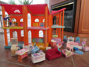 FISHER-PRICE DOLLHOUSE FAMILY, PETS,FURNITURE & LARGE DORA HOUSE