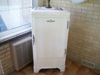ANTIQUE SMALL FRIDGE BY FRIDGEDAIRE 1934