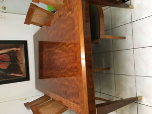Henredon dining table/ w chairs
