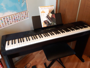 CDP- 220R Casio Keyboard - Almost New