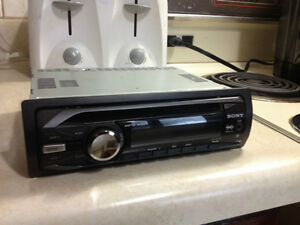 Sony car cd/aux player excellent condition! 150$