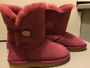 Ugg's- like new! Childs size 11/12