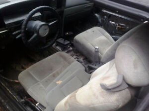 1987 Mercury Cougar for parts (302 motor)