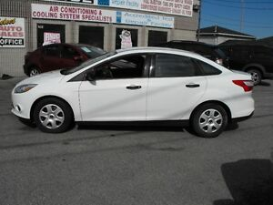 2013 FOCUS SE  LOADED  5 SPEED  A/C  A-1 FUEL ECONOMY..SALE