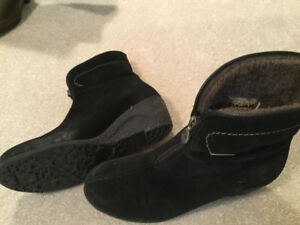 Size 8 to 9 Ladies Boots, Shoes and Leather Purses