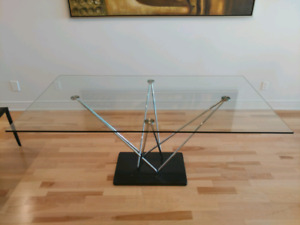 Table a dinner structube a vendre