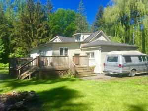 VERY AFFORDABLE COUNTRY HOME WEST OF LANCASTER, ONTARIO