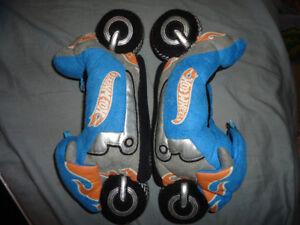 BOYS HOT WHEELS SLIPPERS SIZE 2-3