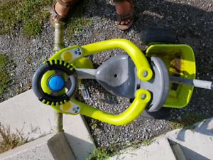 Kids trickle with removable steering wheel