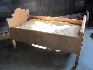 magnifique lit antique pour enfant