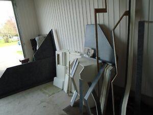 A VENDRE 32 Portes d'armoire stratifier avec comptoir