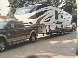 Amazing 38 feet cougar fifth wheel