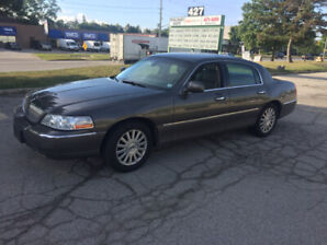 2003 Lincoln Town Car Signature  $2200.Call 905 510 0666