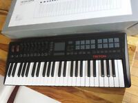 Korg Triton Taktile 49  Contrôleur/Synth  like New