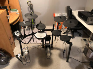 Roland Td-11 Electronic Drum Kit + Tama Speed Cobra Double Pedal