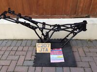 RD125LC 1986 Freshly powdercoated frame with v5 and plate
