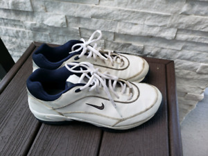 Size 9.5 Nike Mens Golf Shoes