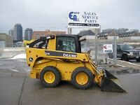 2010 JOHN DEERE 325 SKID STEER WITH CAB HEAT / AC