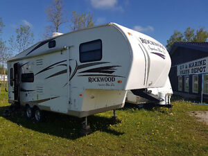 Reduced! 2011 26' Rockwood 5th wheel! 1/2 ton towable!