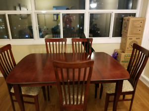 Dining room table w/ 6 chairs and removable leaf
