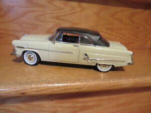 1953 Ford Sunliner Convertible-1:18 scale Diecast Car