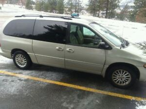 1998 Chrysler Town & Country Minivan, Van